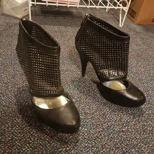 Bamboo black netted sexy highheels